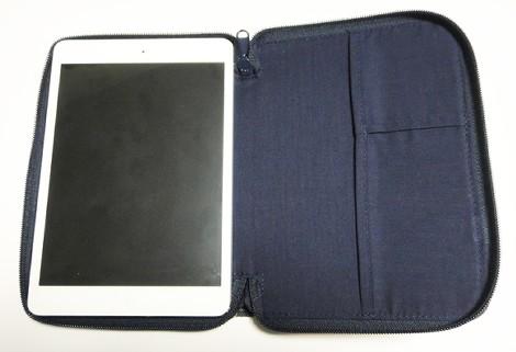 フランネルチェックノートケース(iPad miniを収めたところ)