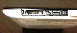 microSDXCやmisroUSBのコネクタ